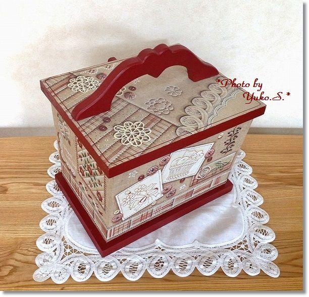 レッド刺繍のソーイングボックス(後ろ側)