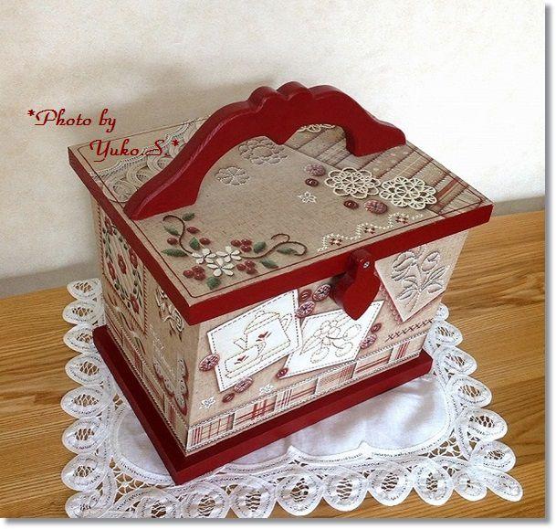 レッド刺繍のソーイングボックス(正面)